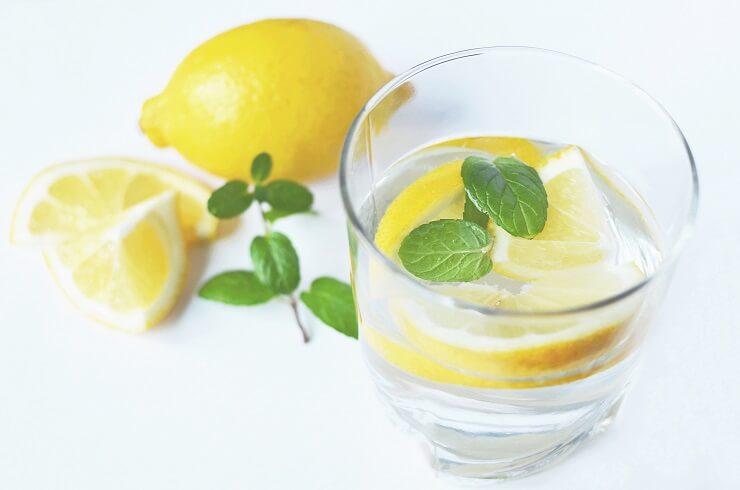 A citromos víz a legegyszerűbb megoldás erre a 13 problémára- gyógyszerek helyett.